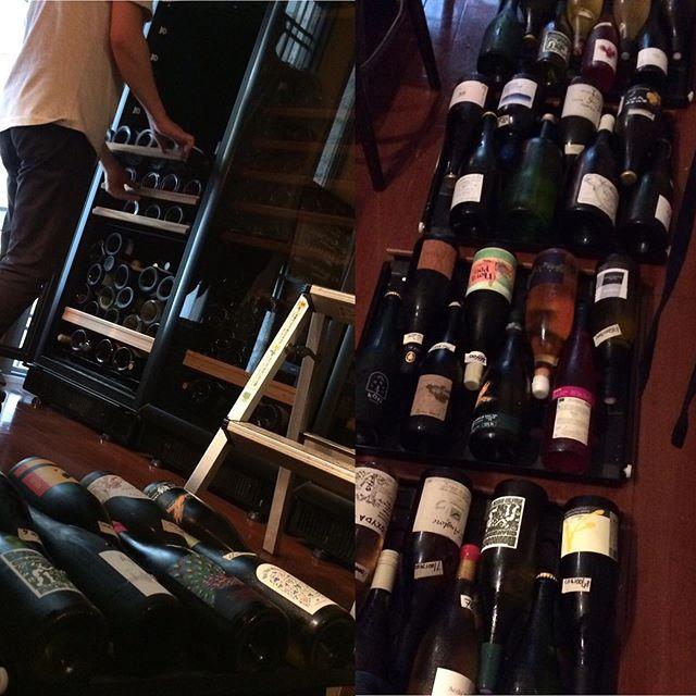 セラーの中身の大移動してます。エアコンガンガン効かせてますが、汗だく本日6/23も17時から23時(OS22時)まで通常営業してます。#イルフェソワフ #ワイン#日本酒 #薬院#警固#ユーロカーブ