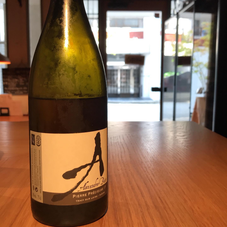 今日7/24も17時より通常営業です。先日グラスで開けたアレクサンドル・バンがいい感じです。ソーヴィニヨン・ブランとは思えないよなあ〜スゴイ!#イルフェソワフ #ワイン#日本酒 #薬院#警固