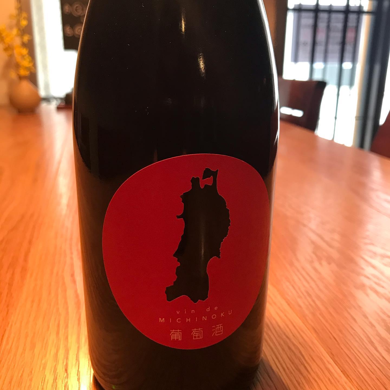 ヴァン・ド・ミチノク2020本日解禁。東日本大震災から今日で10年。毎年3月11日に解禁される、東北6県の葡萄を原料とするワイン。震災の記憶を風化させないように今日はこのワインと共に心寄せ合いましょう。グラスでお出ししています。#イルフェソワフ #ワイン#日本酒 #薬院#警固#ヴァンドミチノク