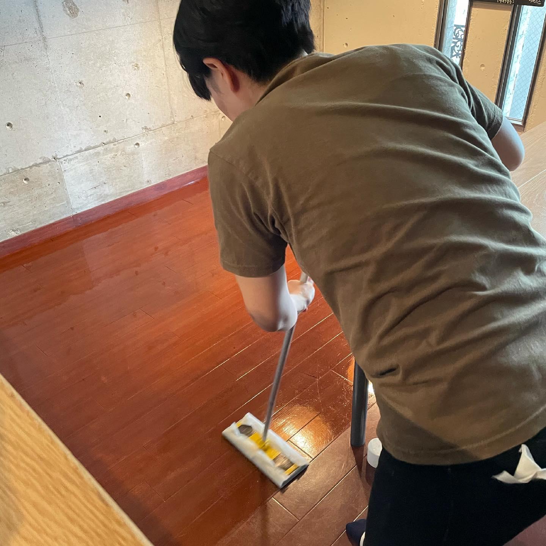 床にワックス掛けてメンテナンス中!今のところ31日まで休業の予定です。#イルフェソワフ #ワイン#日本酒 #薬院#警固#今のうちにできること#お掃除大好き