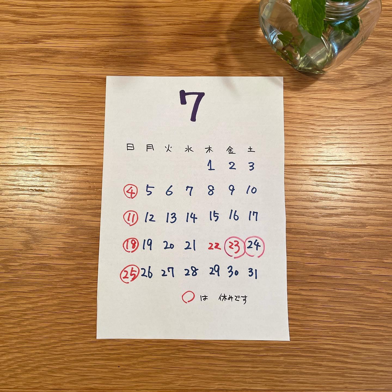 7月のお休みのお知らせ7/4、11、18、23、24、25日お休みいただきます♪12日より通常営業を再開しました17:00-23:00(os22:00)#イルフェソワフ #ワイン#日本酒 #薬院#警固#感染防止対策ステッカー貼ってます