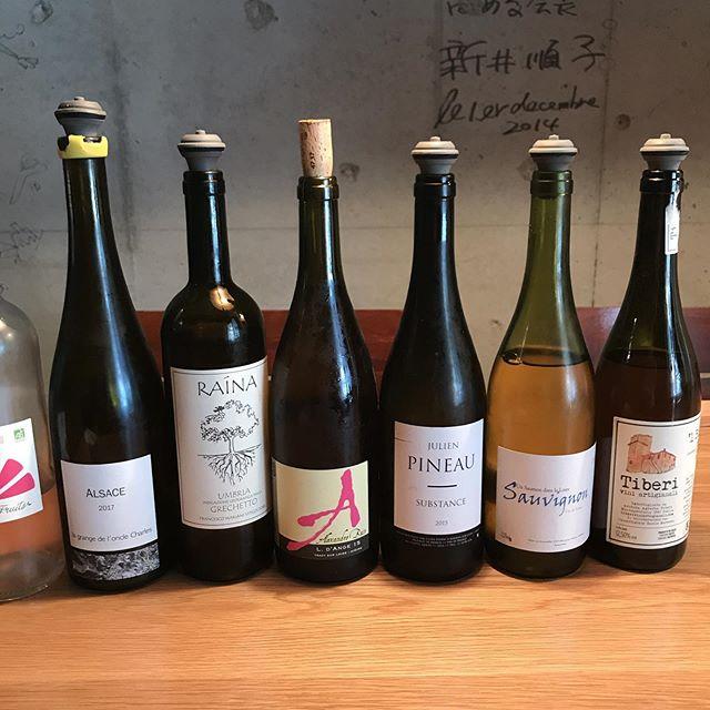 本日7/27のグラス白ワイン!気がつけば3本が同じブドウのソービニヨンブラン、でも味わいはそれぞれ違うんで楽しめますよーこの他にも赤ワインと日本酒もグラスであります。#イルフェソワフ #ワイン#日本酒 #薬院#警固