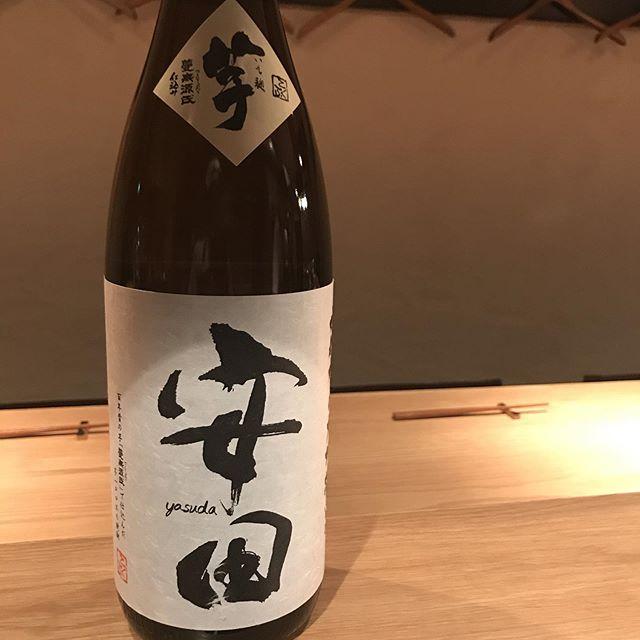 本日の新入荷。当店では珍しく焼酎。しかも芋焼酎。といっても普通の芋ではありません。ライチのような華やかな香りが特徴の、ちょっとワインでいうところのゲヴェルツトラミネールの雰囲気を持つ焼酎です。ロックかソーダ割りがおすすめです!#イルフェソワフ #ワイン#日本酒 #薬院#警固#芋焼酎#ライチっぽい