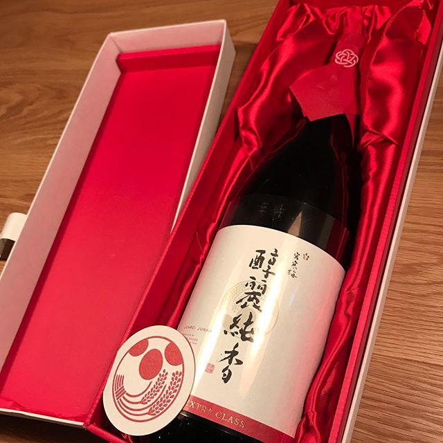 今日からグラスでご提供の日本酒です!宮寒梅  EXTRA CLASS 醇麗純香@純米大吟醸特別仕立ての宮寒梅です!一本だけの限定です。#イルフェソワフ #ワイン#日本酒 #薬院#警固#箱が立派#鑑評会金賞受賞酒