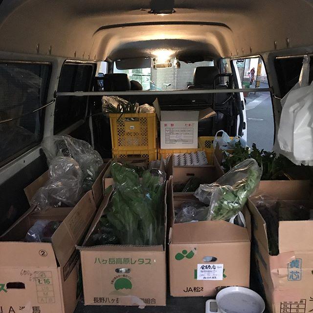 農家さんに直接集荷にいって採れたての新鮮野菜を自分らに届けてくれる金子商店さん。いつもありがとうございます。貴重な存在です。#イルフェソワフ #ワイン#日本酒 #薬院#警固#金子商店