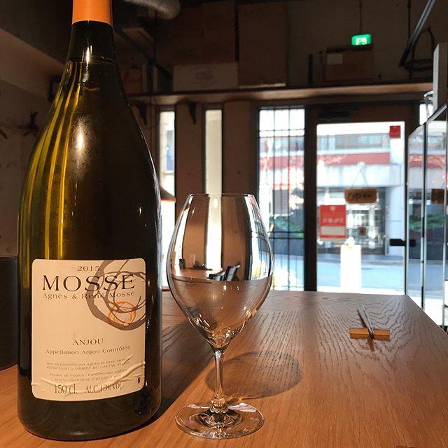 メリークリスマス!って訳ではないですが、今日12/24はルネモスのアンジュ2015マグナムをグラスで開けますねー通常営業な感じで本日もお待ちしてます。今年は31日まで休み無しです!開けは4日より営業です。まだまだお席ご用意出来ますので、お問い合わせお待ちしてます。092-713-4550#イルフェソワフ #ワイン#日本酒 #薬院#警固#ルネモス